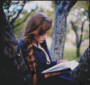 books-girl-nature-photography-read-Favim.com-140687